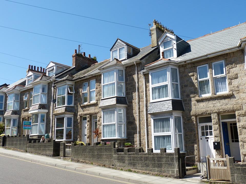 La compra de vivienda en Inglaterra está en su nivel más bajo de los últimos 30 años.