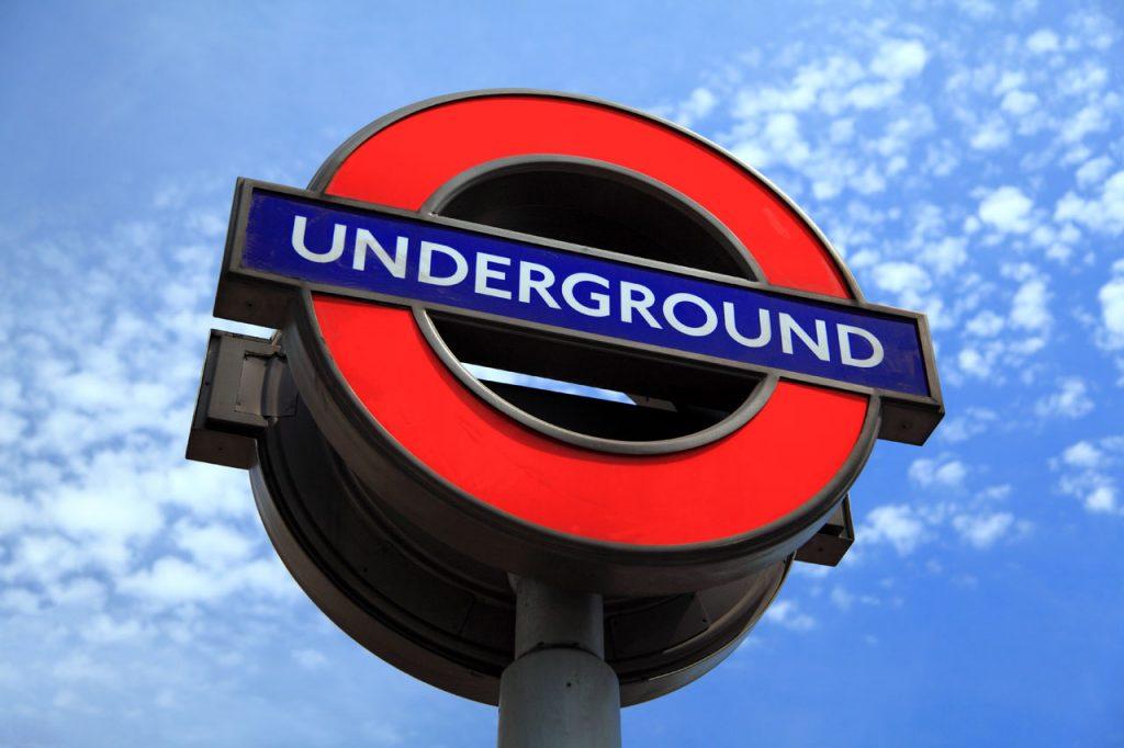 london-underground-sign-11279728036uTYR