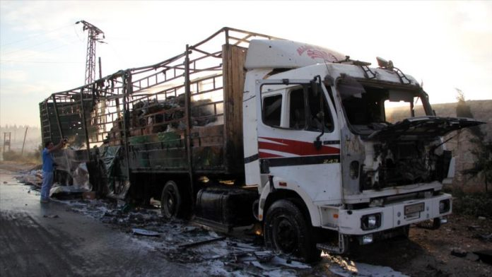 Uno de los vehículos del convoy que sufrió el ataque. www.hispantv.com