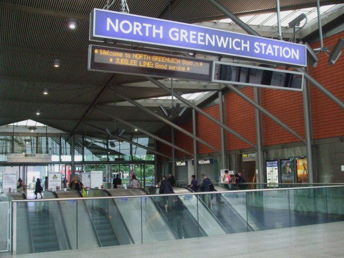 Estación de metro de North Greewich. Imagen de archivo.