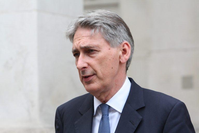 Philip Hammond dice que Reino Unido buscará un acuerdo transitorio de Brexit
