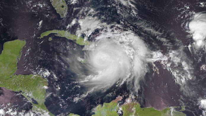 Florida en alerta por la llegada del huracán Matthew. Laraza.com