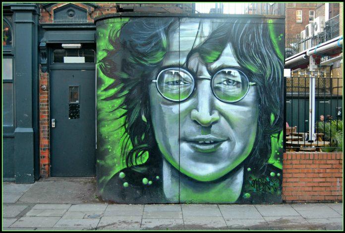 Mural de John Lennon en Camden Town. Imagen de archivo.