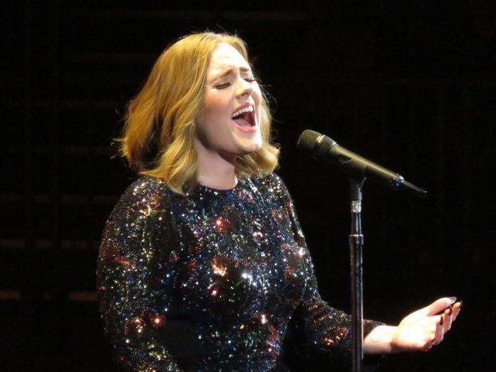 La cantante Adele en una actuación durante su gira de 2016. Imagen de archivo.