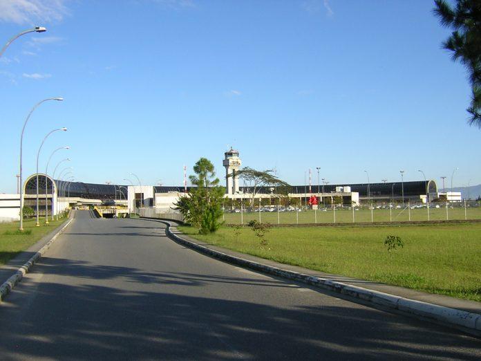 El avión debía aterrizar en el aeropuerto José María Córdova, Medellín.