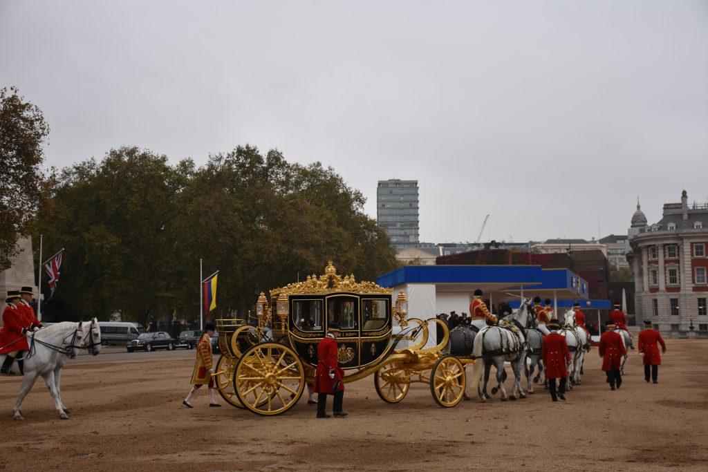 Al final del acto los jefes de Estado se dirigieron en carroza al palacio de Buckingham. Elizabeth Santana.