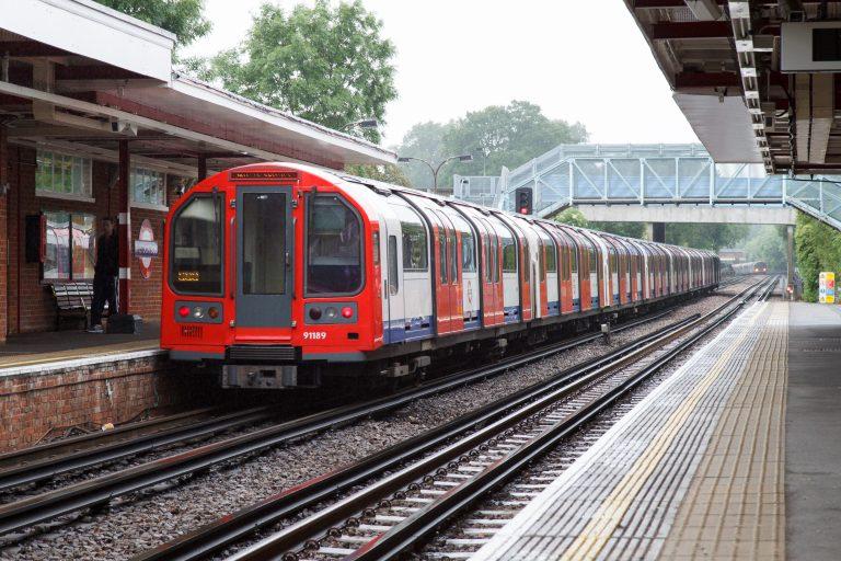 Pasajeros afectados por caos en el metro de Londres