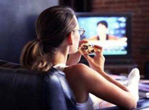 Comer viendo la televisión