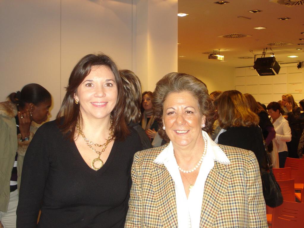 A la derecha, Rita Barberá, exalcaldesa de Valencia. Imagen de archivo.