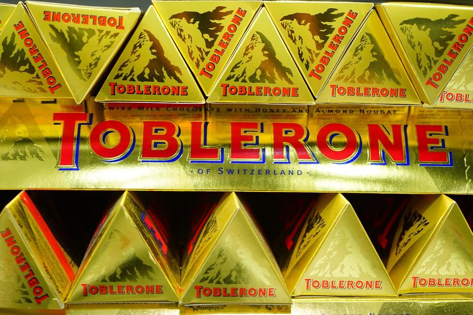 Barras de chocolate Toblerone. Imagen de archivo.