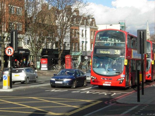 Upper Street en Islington. Imagen de Archivo.