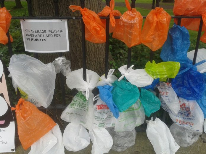 Campaña contra el uso de las bolsas de plástico en Reino Unido. Imagen de archivo.
