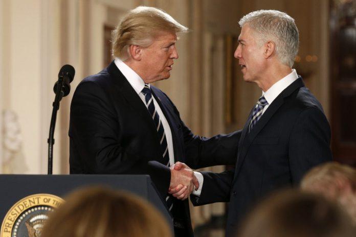 Trump nombra a Gorsuch nuevo miembro del Supremo. The Atlantic.