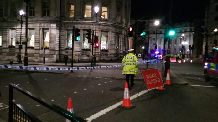 La policía acordonó la calle Whitehall después del accidente. Elizabeth Santana.