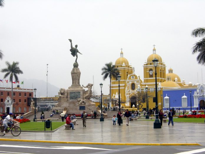 La ciudad de Trujillo en Perú, quedó intransitable tras el temporal. Imagen de archivo.