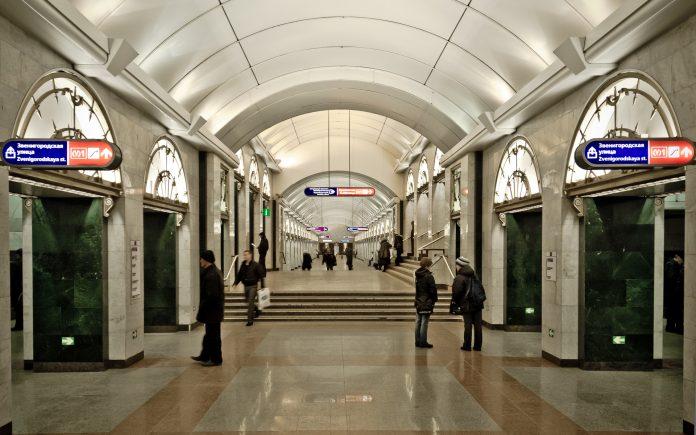Estación del metro de San Petersburgo. Imagen de archivo.