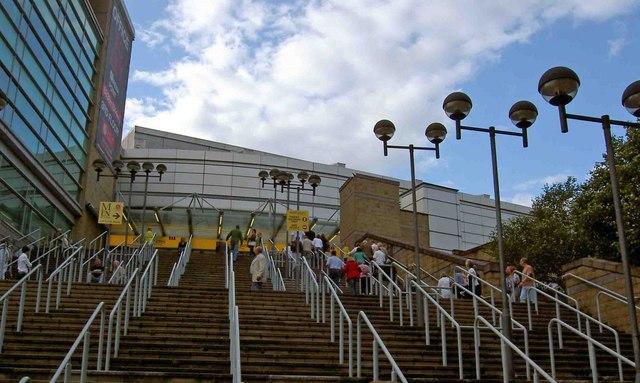 Escaleras de acceso al Mánchester Arena, lugar del atentado. Imagen de archivo.