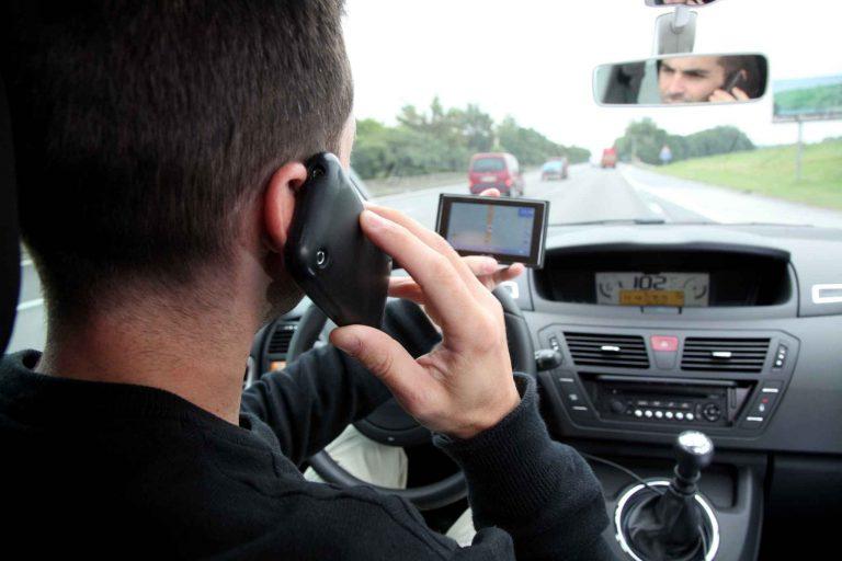 Aumenta la penalidad por utilizar el teléfono móvil mientras se conduce