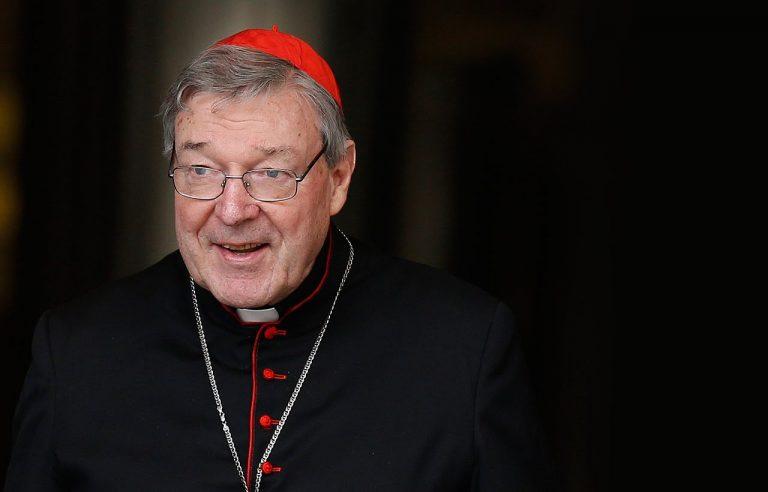 Acusan a un cardenal australiano, tercero en el Vaticano, de delitos sexuales
