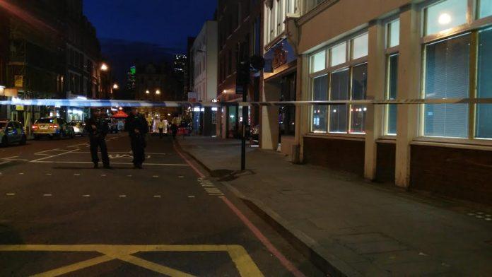 Fuerzas de seguridad custiodando el London Bridge tras el atentado. Elizabeth Santana.
