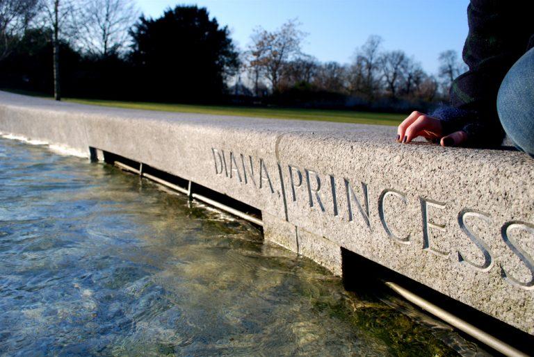 El conde Spencer dice que le mintieron sobre que los príncipes quisieran ir detrás del ataúd de Diana