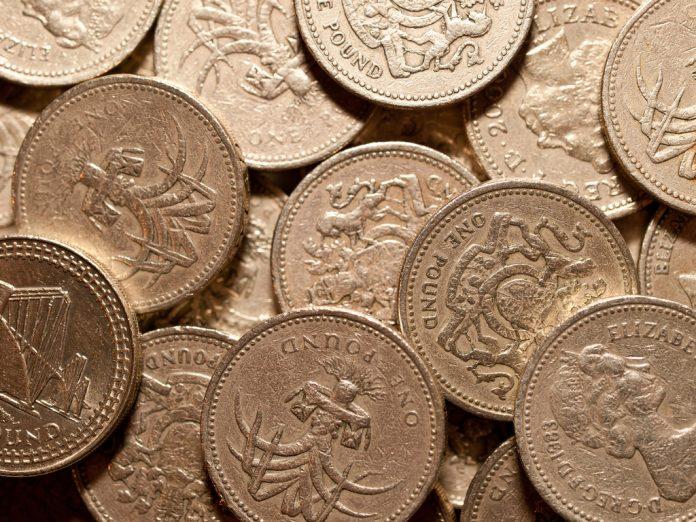 Fecha límite para cambiar las antiguas monedas de 1 libra. Imagen de archivo.