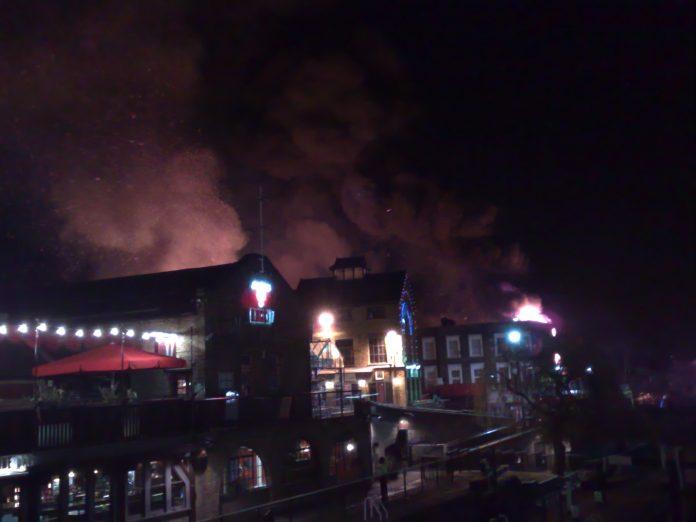 Incendio en el mercado de Camden en febrero de 2008. Imagen de archivo.