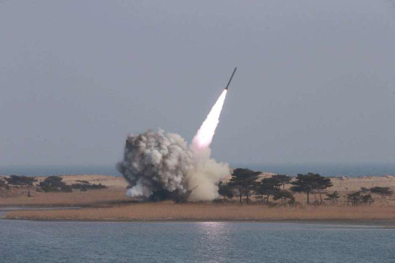 Corea del Norte lanza un misil a Japón