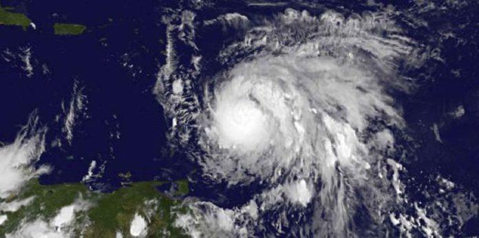 El huracán María toca tierra en Dominica.El Nuevo Día.