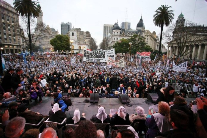 Acto celebrado en la plaza de Mayo por la aparición con vida de Santiago Maldonado. Imagen de archivo.