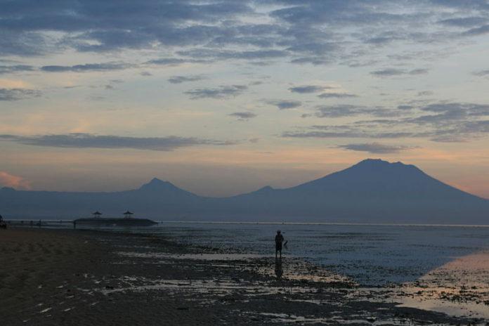 El volcán Agung en Indonesia. Imagen de archivo.
