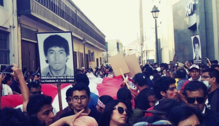 Manifestación masiva contra Kuczynski por el indulto a Fujimori