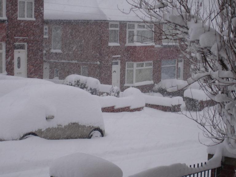 Las fuertes nevadas causan interrupciones en Reino Unido