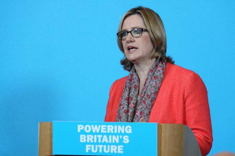 Instan a Amber Rudd a renunciar a los objetivos de eliminación de inmigración