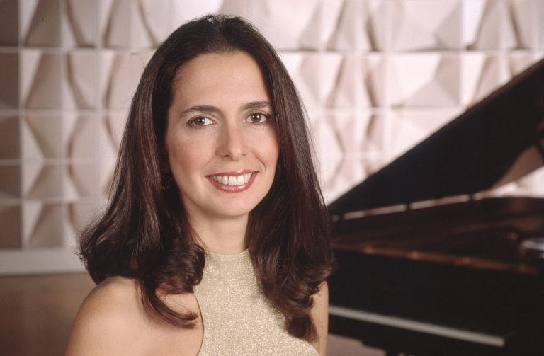 La pianista Clara Rodríguez presenta su concierto Historias de amor