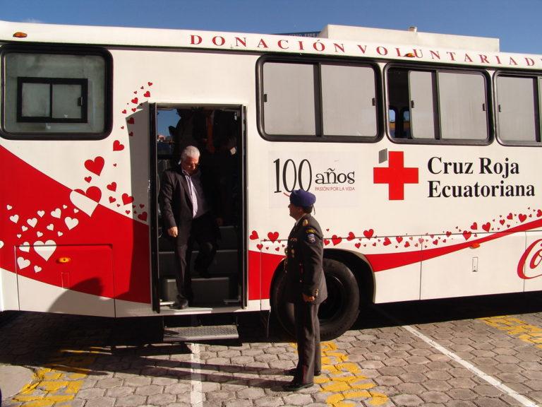 La Cruz Roja suspendió la atención en ambulancias en Ecuador