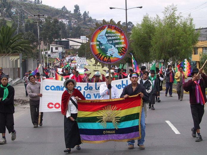 La CONAIE durante una manifestación. Imagen de archivo Wikimedia Commons.