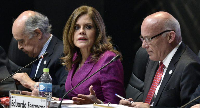 La vicepresidenta de Perú renuncia a su cargo